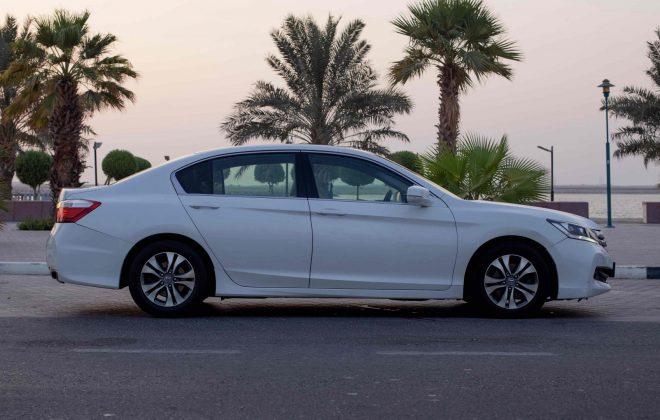 كيف أستأجر سيارة هوندا أكوورد عائلية في دبي